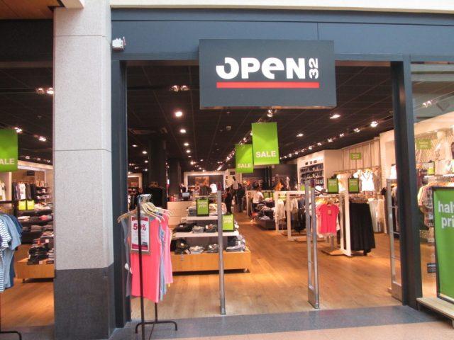 Open 32 Corridor